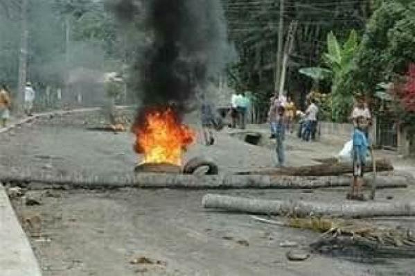 Protestan en carretera San Juan-Barahona en reclamo de obras
