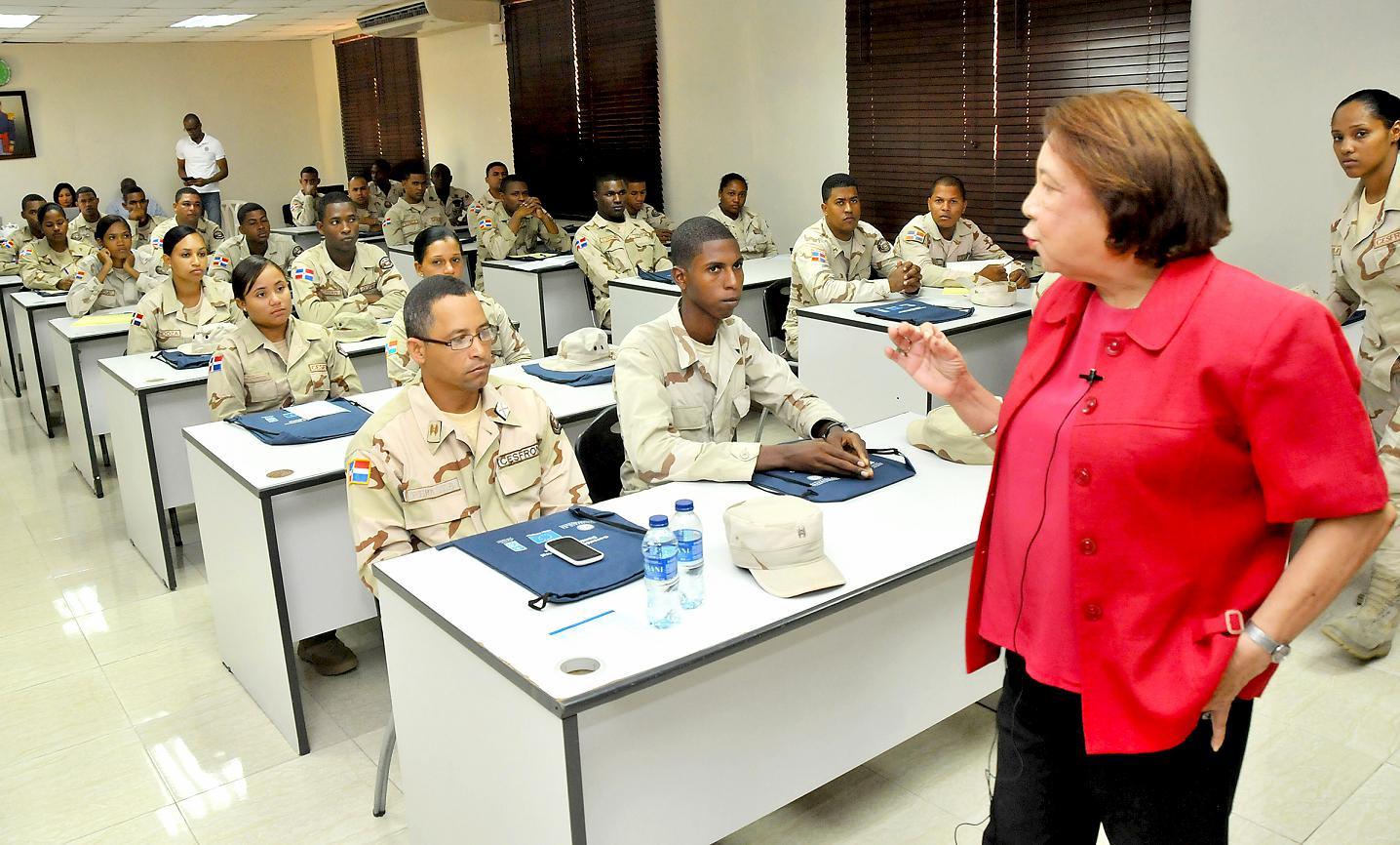 Cancillería y PNUD capacitan  en derechos humanos a miembros del Cesfront