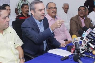 Abinader acusa al Gobierno de vender permisos de importación