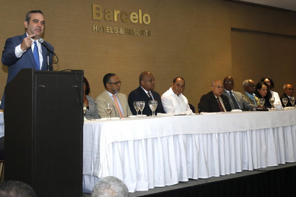 Abinader llama a la oposición unirse para consolidar triunfo