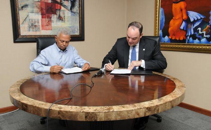 Ministro de Industria firma acuerdo para instalar zona franca