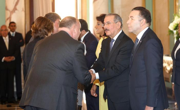 Danilo Medina y Cándida Montilla reciben saludos de Año Nuevo