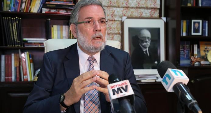 """Junta electoral hala orejas a vocero presidencial y él acepta """"con humildad"""""""