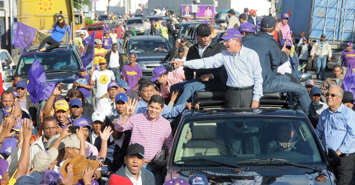 Medina recibie respaldo moradores de Santo Domingo Oeste