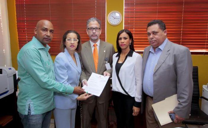 Regidores denuncian al alcalde Roberto Salcedo
