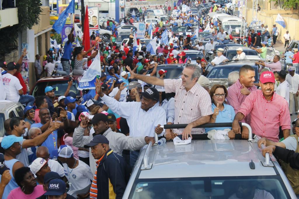 Abinader acusa al Gobierno de malgastar los recursos públicos y  empujar el país a un hoyo fiscal