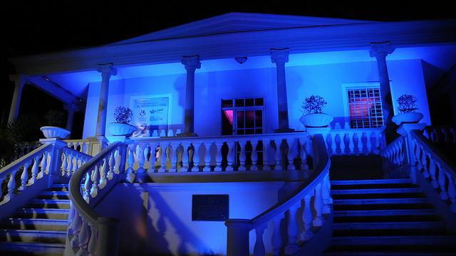 Primera Dama llama iluminar de azul por concienciación mundial sobre autismo