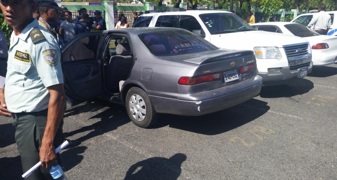 Niña de 10 meses muere asfixiada dentro del vehículo de su padre en el Ensanche La Fe