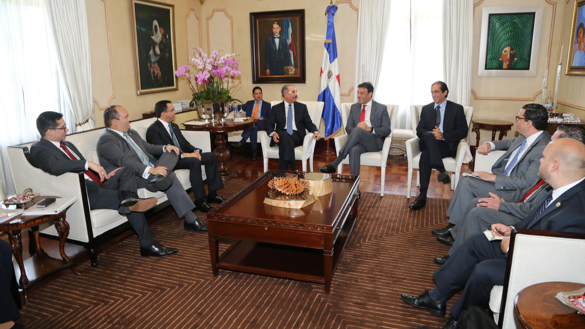 Medina recibe al secretario Departamento Estado Puerto Rico