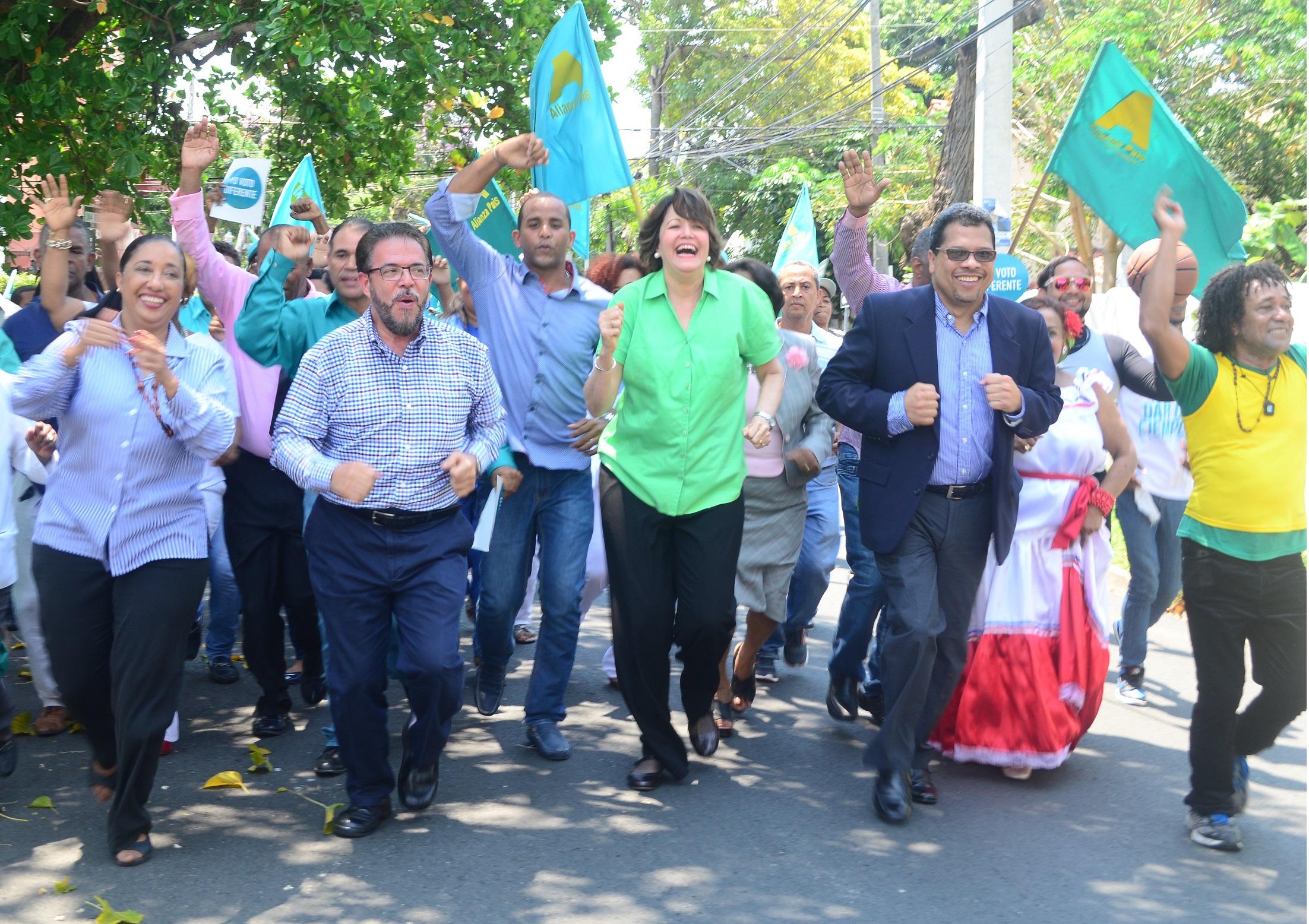 """Moreno: """"En gobiernos de PLD más impuestos es igual a más corrupción"""""""