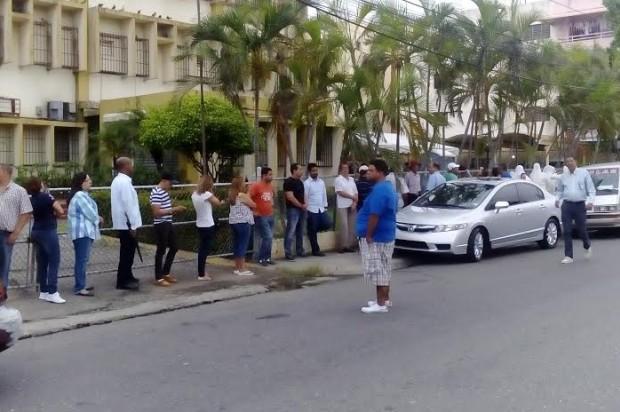 Largas filas de votantes en Santiago