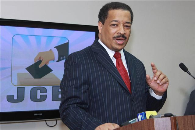 JCE decide contar manual y electrónicamente voto presidencial