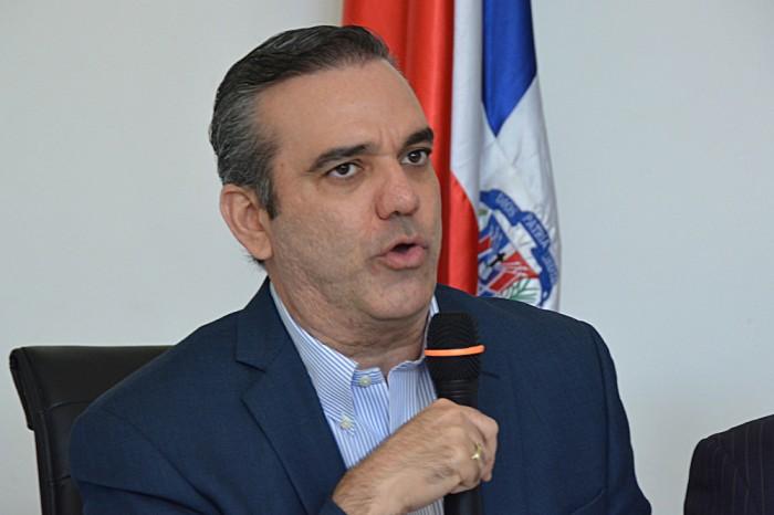 Abinader pide al gobierno reaccionar ante planteamientos de la Iglesia