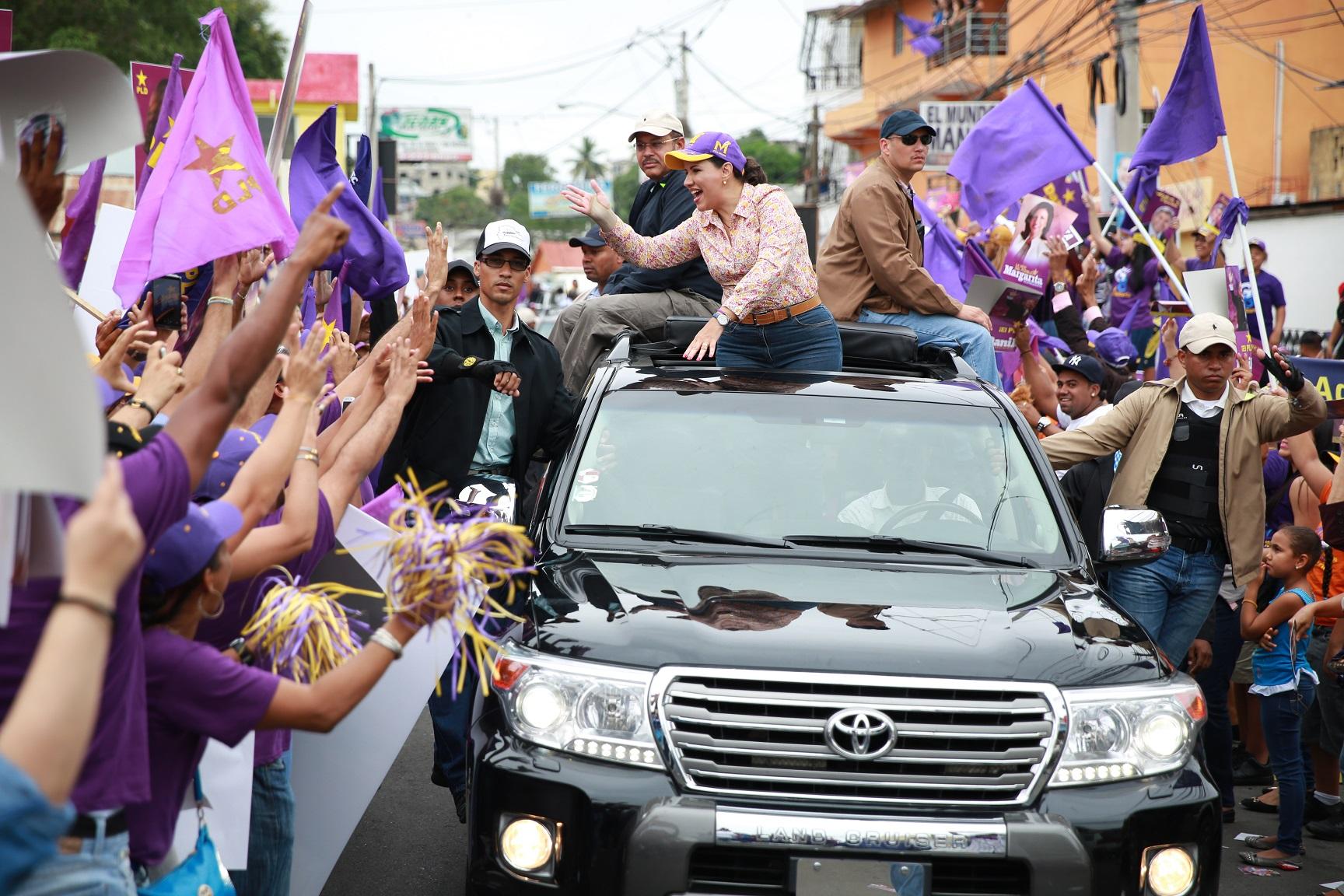 Danilo, Margarita y Leonel movilizan miles en Santiago