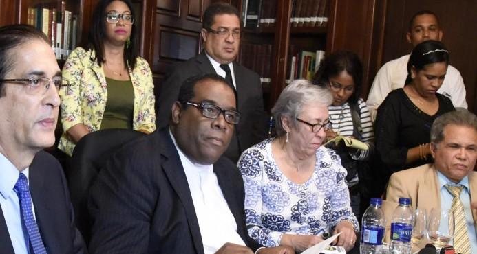 Comisión discutirá salario médicos; sigue el diálogo