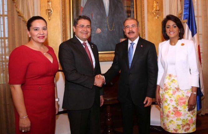 Danilo Medina recibe al presidente de Honduras en Palacio Nacional