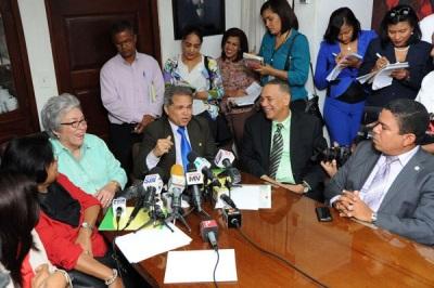 Gobierno y Colegio Médico Dominicano superan diferencia del horario