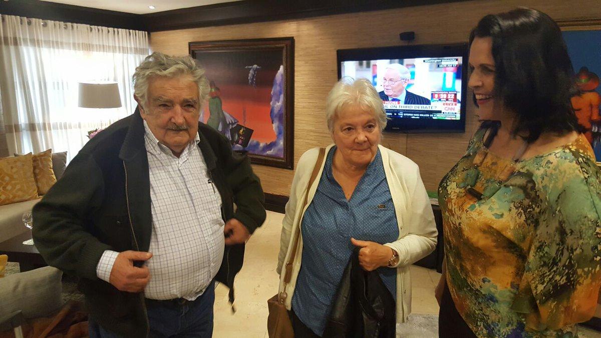 José Mujica llegó hoy al país para desarrollar varias actividades académicas y culturales