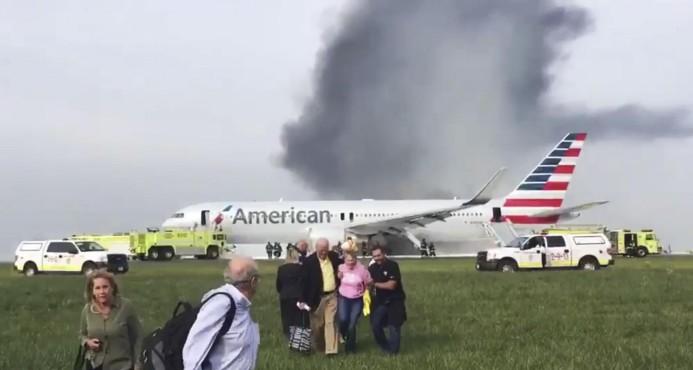 Incendio de avión en aeropuerto de Chicago deja 8 heridos
