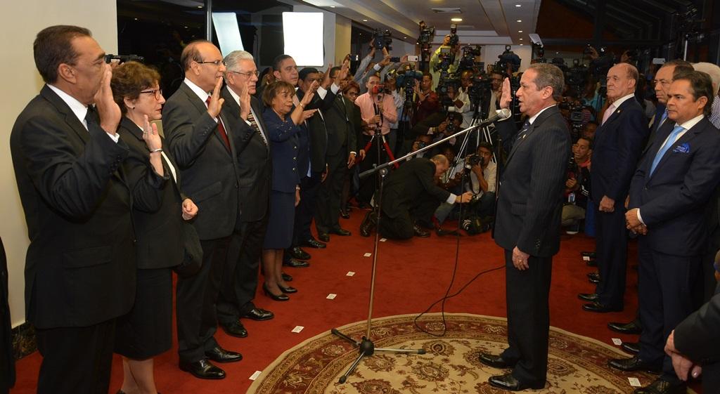 Castaños Guzmán asume como presidente de la JCE