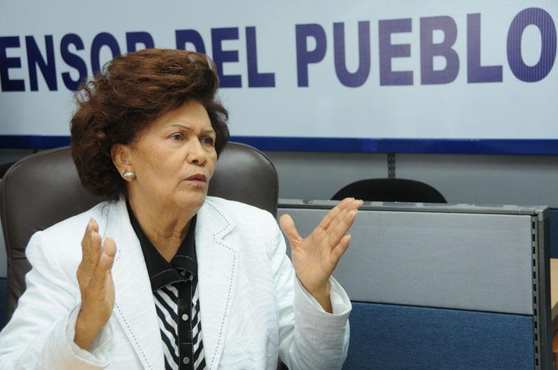 Asaltan y golpean a la Defensora del Pueblo Zoila Martínez
