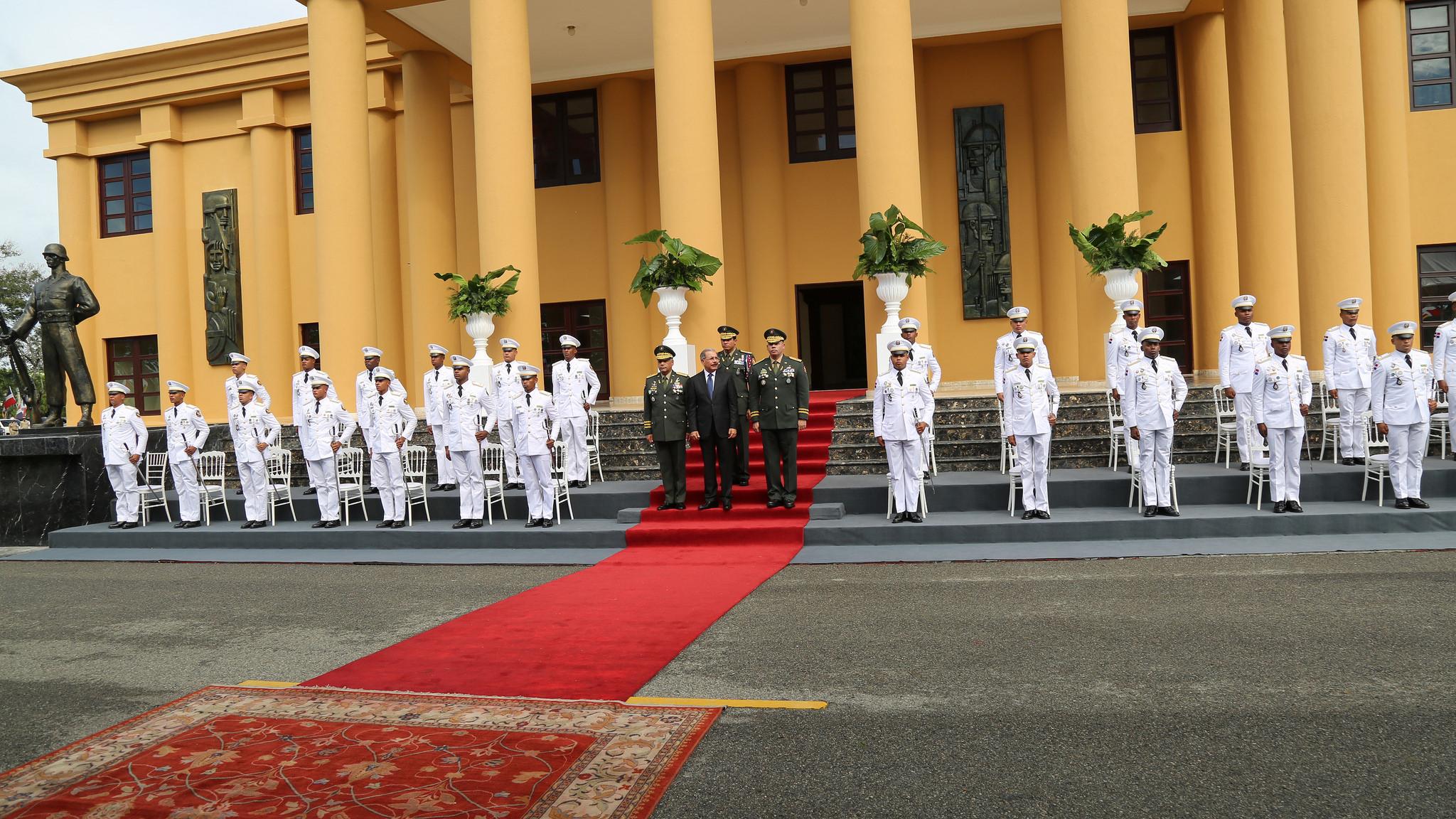 Presidente Danilo Medina encabeza graduación de 27 cadetes del Ejército
