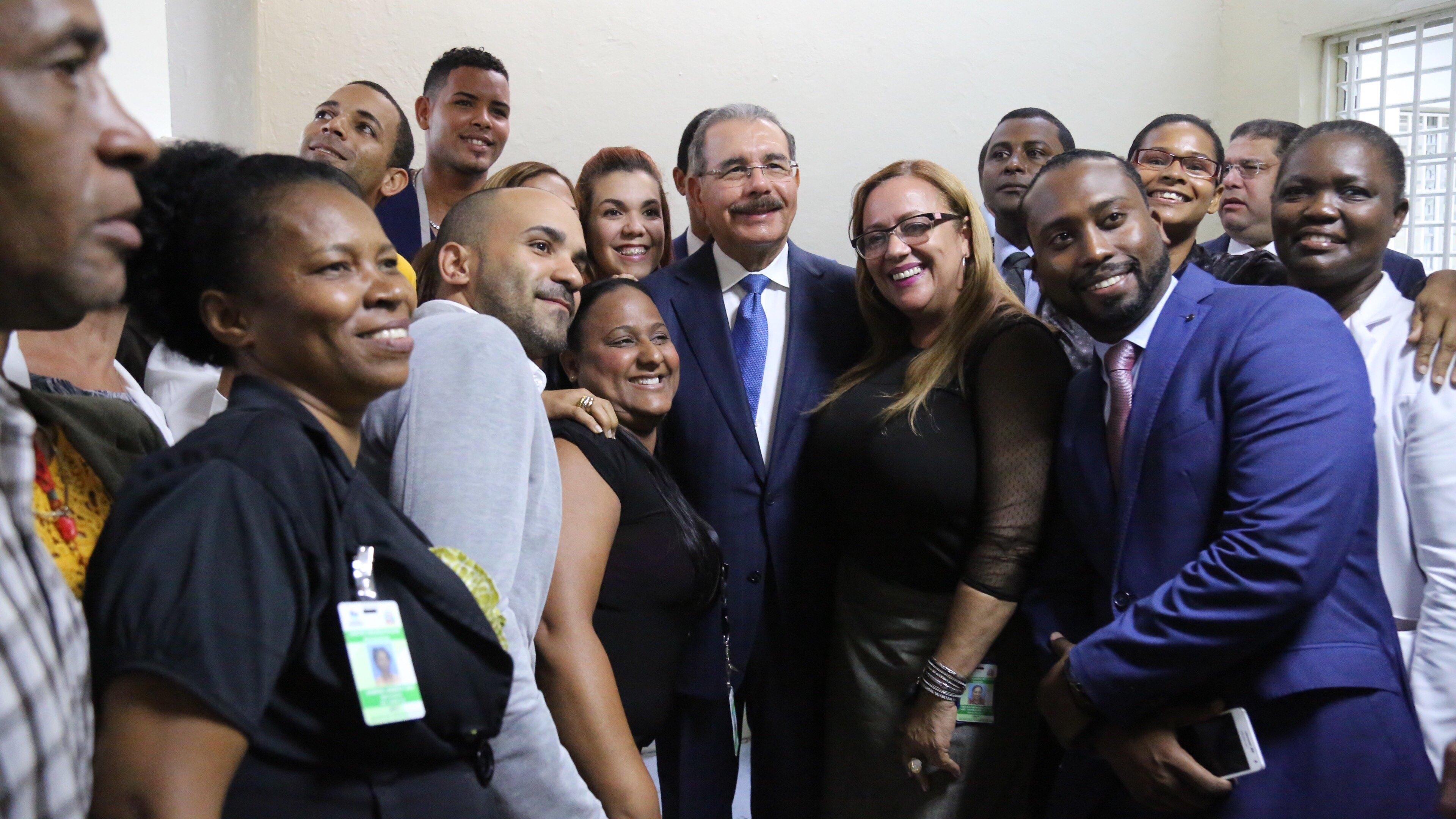 Danilo Medina recorre Centro de Rehabilitación Psicosocial