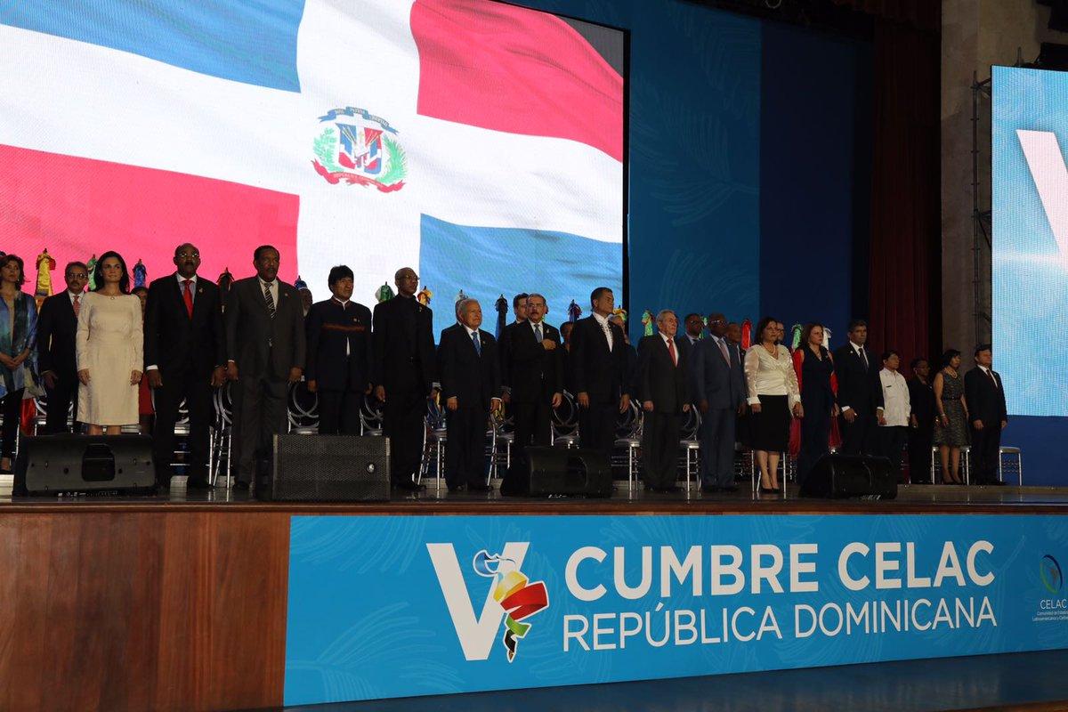 Cumbre de Celac inaugurada con minuto de silencio en memoria de Fidel Castro