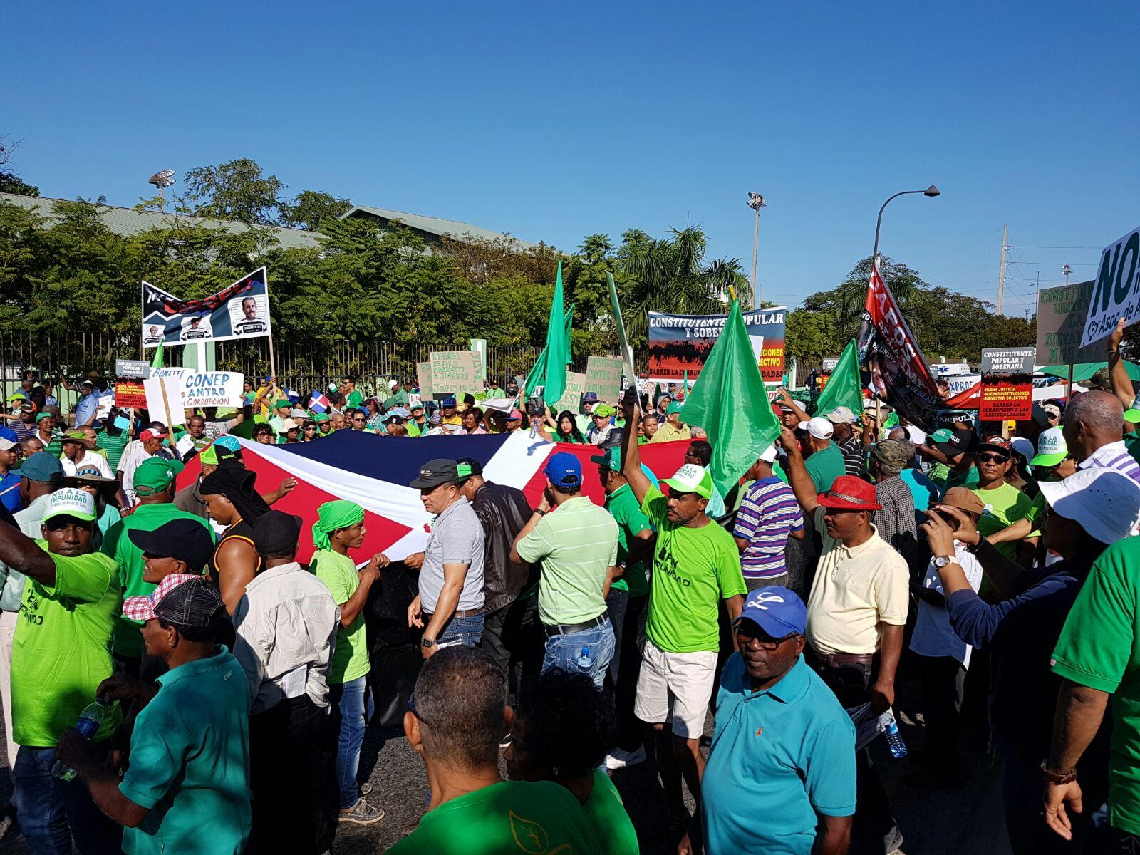 Cientos de ciudadanos acuden a apoyar marcha contra la impunidad
