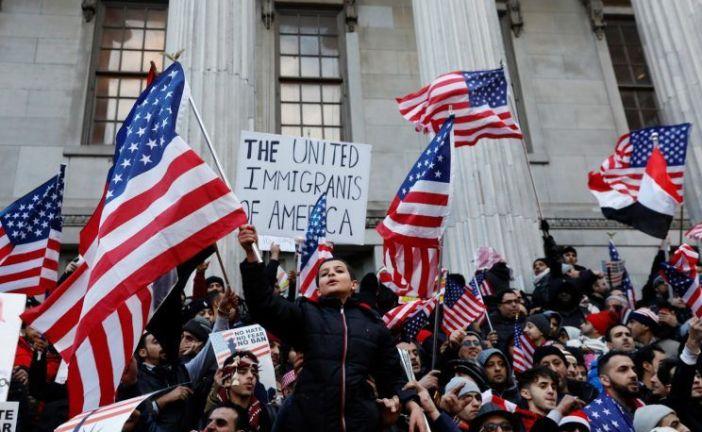 Un juez de Estados Unidos bloquea el veto migratorio de Trump
