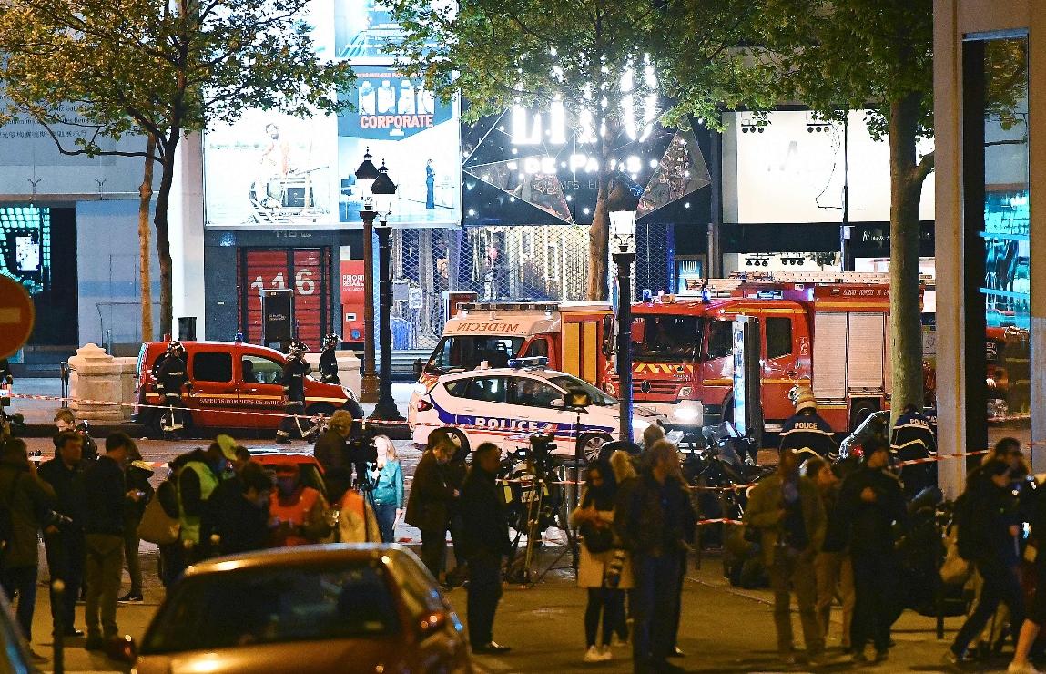 Un policía muerto y dos heridos en tiroteo en Campos Elíseos de París