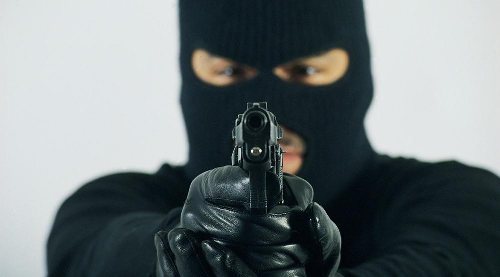 Desconocidos asaltan a mensajero de banca de lotería en La Victoria