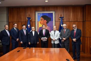 Comisión investigadora de licitación de Punta Catalina entrega informe al Procurador