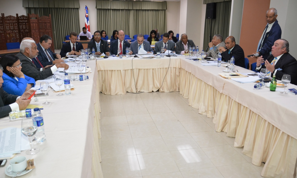 Comisión Bicameral aprueba reducir precampaña de los partidos políticos  a 90 días