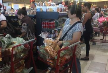 Supermercados abarrotados ante la llegada de huracán Irma