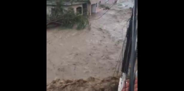 Río crece de manera salvaje en Guayama
