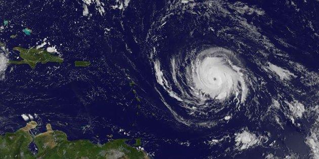 Huracán Irma comienza a golpear al Caribe