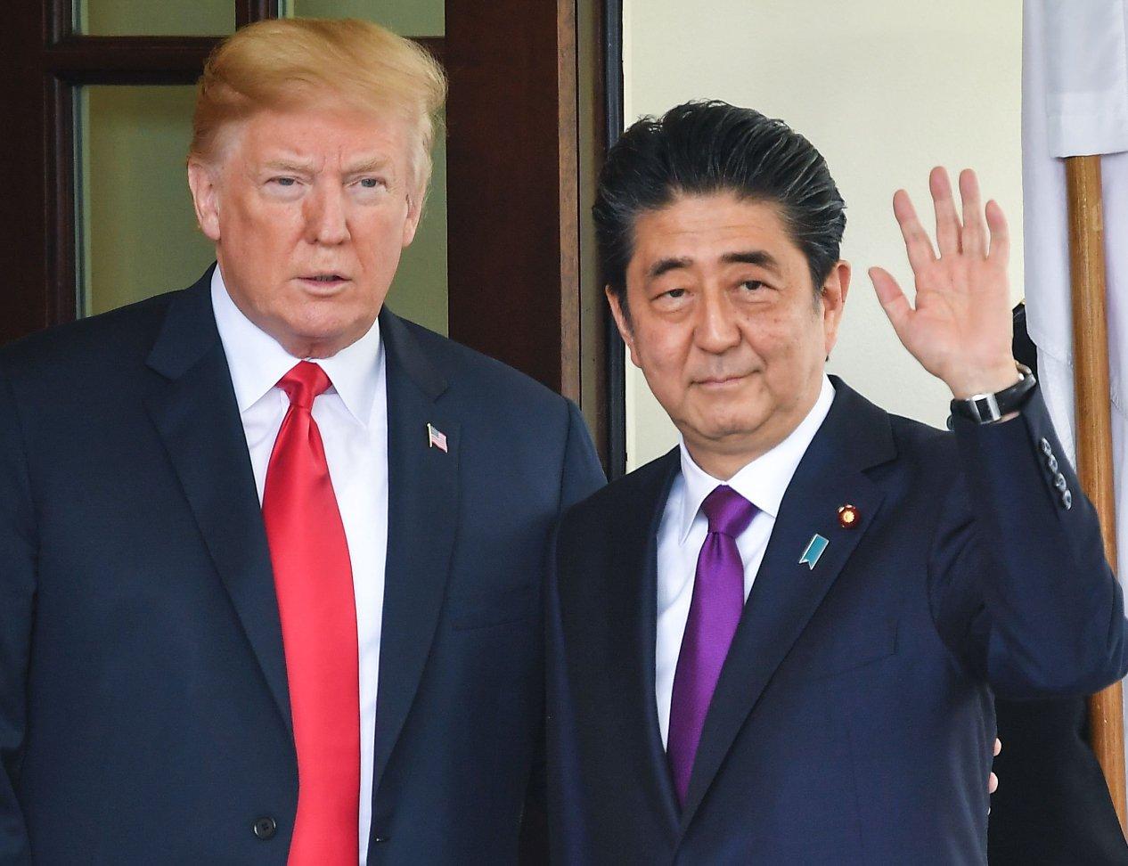 Trump afina con Japón la cumbre con Corea del Norte
