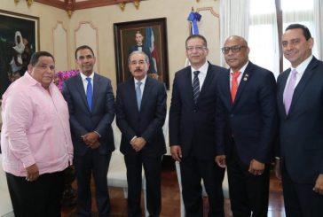 Presidente Danilo Medina recibe detalles pasos de avance de Dominicana Limpia