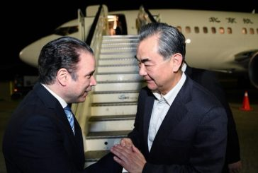 El canciller de China llegó al país