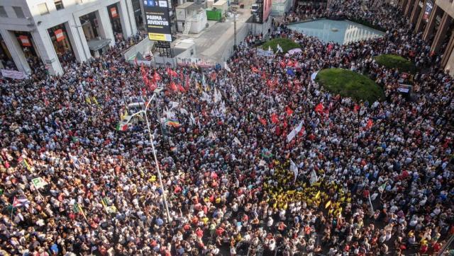 Multitudinaria protesta (La Presse)