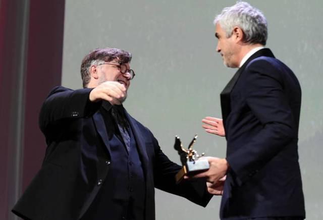 Guillermo del Toro y Alfonso Cuarón. (EFE)