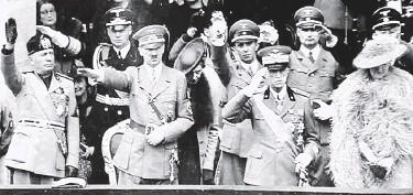 Mussolini, Hitler, Vittorio Emanuele III y su esposa, Elena del Montenegro.