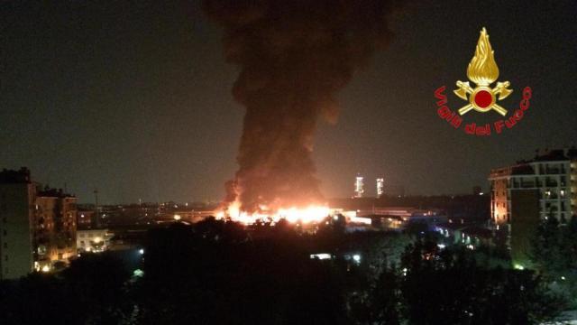 Incendio en Milán. (Vigili del fuoco)
