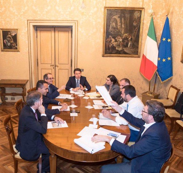 Cumbre en el palacio Chigi. (@GiuseppeConteIT)