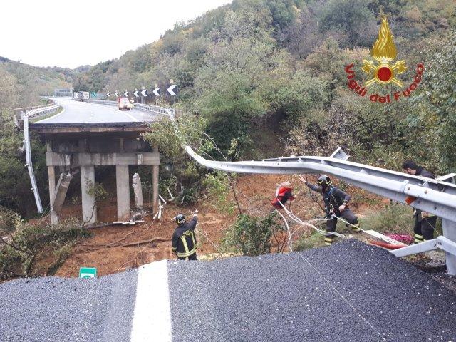 Puente en la A6 Turín-Savona.