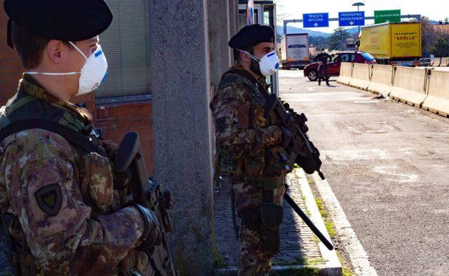 Militares controlan la cuarentena.