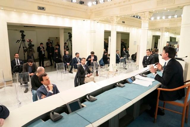 Conferencia de Giuseppe Conte.