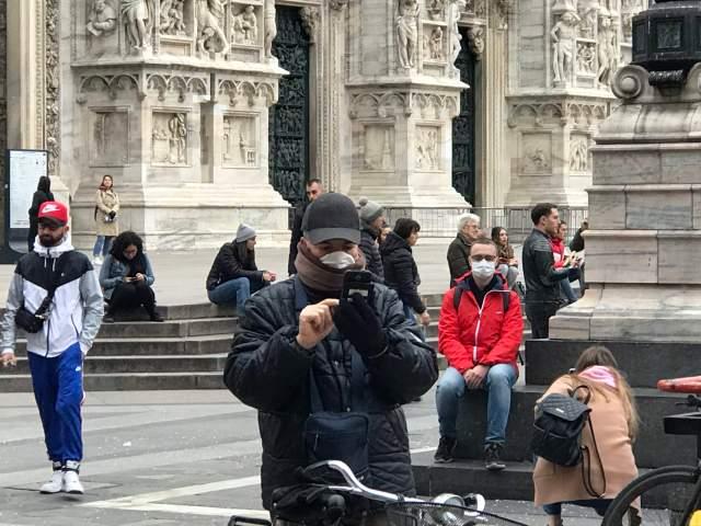 Peatones en Milán.