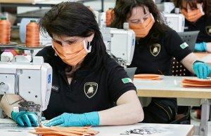 Lamborghini produce mascarillas.